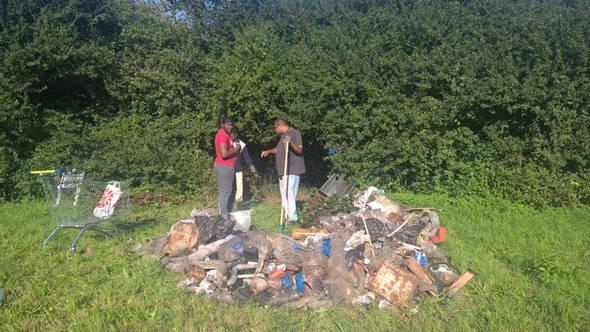 Les habitants et les jeunes ont déjà dû nettoyer les abords du terrain.